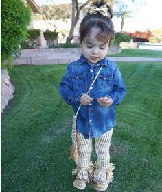 Leggins gold Baby Girl Fashion, Kids Fashion, Moda Instagram, Girl Style, Cool Kids, Gold, Little Girl Fashion, Child Fashion, Fashion Children