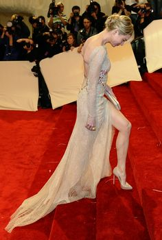 Renee Zellweger in stunning Carolina Herrera backless cream gown with side slit and train