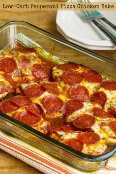 Low Carb Recipes When you need some low-carb (and gluten-free) comfort food, try this Pepperoni Pizza Chicken Bake! This is a dinner the whole family will en. - When you need low-carb and gluten-free comfort food, try this Pepperoni Pizza Chicken Bake! Low Carb High Protein, Low Carb Keto, Lean Protein, Comfort Foods, Comida Pizza, Lowcarb Pizza, Breakfast Low Carb, South Beach Diet, South Beach Phase 1