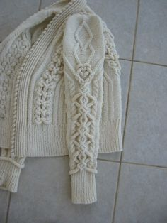 purlonpearl:  Ecru7 (by Deepblacksea)  I really need the pattern for this.