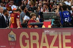 Roma's forward from Italy Francesco Totti (L) reacts during a ceremony to celebrate his last match with AS Roma after the Italian Serie A football match AS Roma vs Genoa on May 28, 2017 at the Olympic Stadium in Rome. Italian football icon Francesco Totti retired from Serie A after 25 seasons with Roma, in the process joining a select group of 'one-club' players. / AFP PHOTO / Vincenzo PINTO