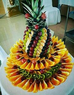 The fruit decoration on the wedding party is also a feature of the wedding. How do the various beautiful and distinctive wedding fruit decorations are displayed? Let's take a look at these nice fruit decoration Read more… Fruit Tables, Fruit Buffet, Fruit Display Tables, Fruit Centerpieces, Edible Arrangements, Centerpiece Wedding, Table Wedding, Wedding Decoration, Wedding Buffet Food