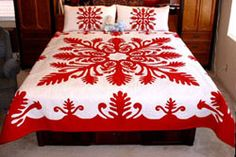 I quite like this striking patchwork quilts Hawaiian Quilt Patterns, Hawaiian Quilts, Hawaiian Gardens, Hawaiian Woman, Applique Quilts, Quilt Making, Comforters, Interior Decorating, Embroidery