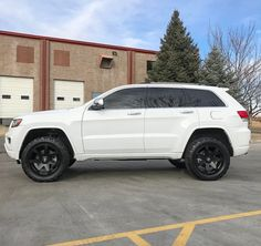 The Jeep Cherokee is a line of American vehicles sold by Jeep under various vehicle classes. Originally sold as a variant of the popular Jee. Srt8 Jeep, Jeep Wrangler Lifted, Jeep 4x4, Jeep Truck, Lifted Jeeps, Jeep Wranglers, Grand Cherokee Trailhawk, 2013 Jeep Grand Cherokee, Grand Cherokee Overland