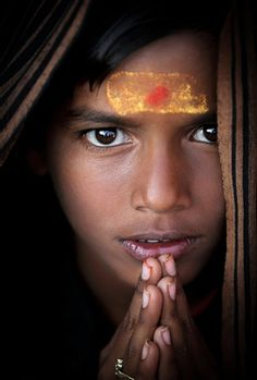 Photo by Steve McCurry Kids Around The World, We Are The World, People Around The World, Photography Reviews, Digital Photography, Portrait Photography, Beautiful Eyes, Beautiful People, Portraits Pastel