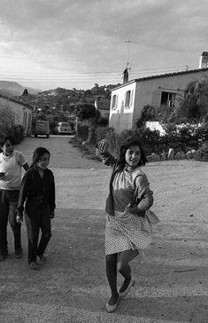 Robert Doisneau // Gypsies -   Petite danseuse tzigane à Plan de Grasse Juin 1969