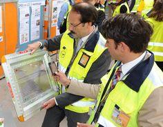 Lufthansa Cargo Vorstand besucht smaRTI Demonstrator: Lufthansa Cargo AG Vorstand Dr. Karl-Rudolf Rupprecht besuchte am 17. Juli das Fraunhofer-Institut für Materialfluss und Logistik IML in Dortmund, um sich beim EffizienzCluster LogistikRuhr über die Logistiktrends von morgen zu informieren.