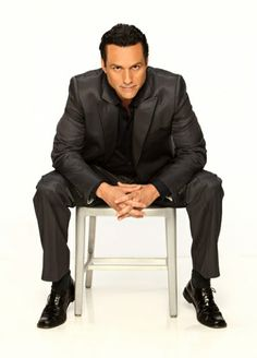 Maurice Benard - connects seamlessly