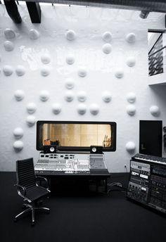 DELTA LAB RECORDING STUDIO - Worlds First Designer Recording Studios