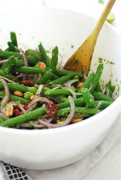 Thai Three-Bean Salad / Bev Cooks ***Can be made with some easy modifications. Veggie Recipes, Asian Recipes, Cooking Recipes, Healthy Recipes, Clean Eating, Healthy Eating, Three Bean Salad, Queso Mozzarella, Three Beans