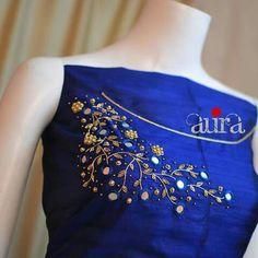 Salwar Neck Designs, Neck Designs For Suits, Kurta Neck Design, Embroidery On Kurtis, Hand Embroidery Dress, Embroidered Blouse, Hand Embroidery Design Patterns, Kurti Embroidery Design, Neck Patterns For Kurtis