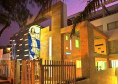 Clínica La Asunción. Año de construcción: 2008 Ciudad: Barranquilla, Atlántico, Colombia Cliente: Hermanas Franciscanas