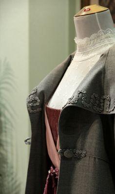 Klänning med kappa år 1913. Kostymdesigner Ina Andersson. Fotograf Linda Sinkkonen.