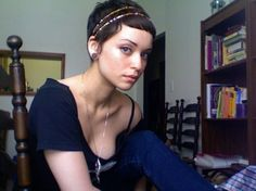 short pixie cut Pixie Headband, Headbands For Short Hair, Double Headband, Pixie Hairstyles, Headband Hairstyles, Cute Hairstyles, Pixie Haircuts, Short Hair Accessories, Pelo Pixie