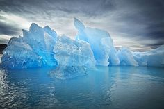 Beautiful blue ice, Greenland by Fotograf Camilla Hey. Rms Titanic, National Geographic, Greenland Travel, Properties Of Matter, Destinations, States Of Matter, Falling From The Sky, Berg, Frases