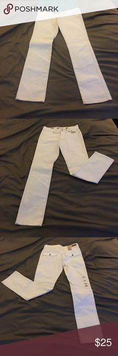 Levi's White Mid Rise Jeans! White mid rise Levi's jeans! Perfect for any occasion! Match with a colorful top and cute shoes and you are ready to take on the world! Levi's Jeans Skinny