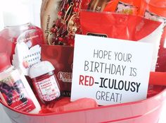 Birthday gift baskets - Cute Gifts for Friends for Any Occasion – Birthday gift baskets Cute Gifts For Friends, Diy Gifts For Mom, Bff Gifts, Wine Gifts, Homemade Gifts, Special Friends, Real Friends, Themed Gift Baskets, Birthday Gift Baskets