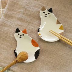 "KittyCommotion.com says, ""Cute calico cat plates!"""