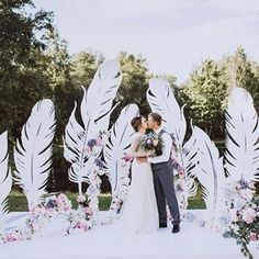 Amazing decor we swoon for!Wedding Ceremony with large feathers Wedding Ceremony Backdrop, Wedding Stage, Wedding Themes, Wedding Designs, Wedding Events, Dream Wedding, Weddings, Wedding Ideas, Wedding Backdrops