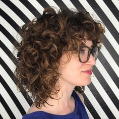 Curly Messy Medium Cut with Bangs Blonde Bangs, Curly Hair With Bangs, Curly Hair Cuts, Short Curly Hair, Curly Hair Styles, Natural Hair Styles, Medium Curly Bob, Curly Blonde, Mid Length Curly Hairstyles