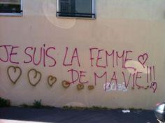 Je suis la femme de ma vie!!!  Eu sou a mulher da minha vida!!!  Muitas vezes distorcida até tornar-se outra coisa, essa frase resume uma de nossas buscas: sentir-se completa.   Ser mulher da própria vida é ser plena, suficiente para si. Alguém que, por esses motivos e outros, pode contribuir mais nas mudanças positivas ao seu redor.   Ser a mulher da própria vida é ser a pessoa por quem vale a pena lutar todos os dias. #feminismo #grafite #grafitefeminista