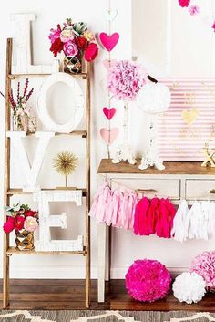 Are you going to have a party on Valentine's Day? if yup, here are Valentine's Party Decorations Ideas for you. Almost inseparable colors for parties on Valentine&… Valentines Day History, Valentines Day Food, Valentines Day Decorations, Valentine Day Crafts, Be My Valentine, Valentine Party, Saint Valentine, Christmas Decorations, Valentinstag Party