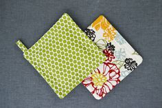 Easy Peasy Potholder tutorial shows step by step how to sew your own potholders quickly and easily using only basic sewing skills.