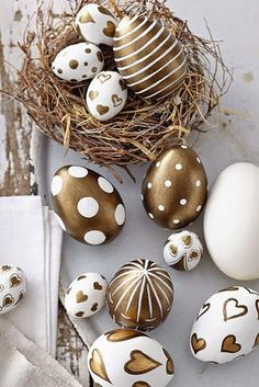 Top Diy Spring & Easter Decoration Ideas - Page 8 of 103 Easter Egg Designs, Easter Table Decorations, Egg Decorating, Easter Wreaths, Crafts To Do, Easter Crafts, Happy Easter, Easter Eggs, Dream Houses