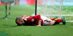 Muslera'nın ardından Sneijder'in ani sakatlığı kafalarda soru işaretleri bıraktı. Sakatlıkların temelinde maç başı alacaklarında yapılan indirimlerin olduğu iddia edildi Galatasaray'd