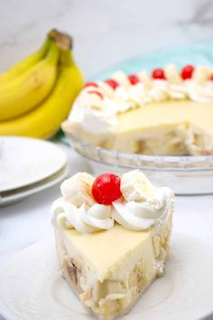Easy Banana Cream Pie recipe is the perfect dessert! It's a classic flavor that everyone loves. #bananacreampie #bananadesserts #banana #gobananas #pierecipes #custardpierecipes Blind Bake Pie Crust, Pie Crust Uses, Homemade Pie Crusts, Jello Recipes, Baking Recipes, Dessert Recipes, Cream Pie Recipes, Pie Crust Recipes, Easy Banana Cream Pie