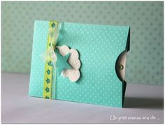 Faire-part de naissance Pochette verte fille ou garçon Christmas Gift Tags, Xmas Cards, Baby Scrapbook, Scrapbook Cards, Faire Part Communion, Baby Cards, New Baby Products, Birthday Cards, Stationery