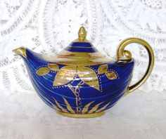 Vintage Arthur Wood Aladdin 3-4 Cup Teapot by TheWhistlingMan
