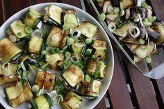madisoncoco-onlinemagazin-bloggermagazin-netzwerk-ekulele-antipasti-ziegenkaese-roellchen-aubergine-zucchini-6 Zucchini Aubergine, A Table, Sprouts, Vegetables, Recipes, Heaven, Food, Food And Drinks, Cooking