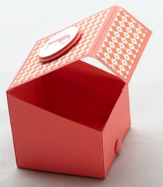 stampin up boys gift treat box tutorial 3d Paper Crafts, Paper Gifts, Diy Paper, Diy Gift Box, Diy Box, Gift Boxes, Greeting Card Organizer, Stampin Up Anleitung, Paper Purse