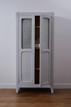 Armoire Liberty, et d'autres meubles et objets déco à la boutique éphémère Coeur étoilé : http://www.coeuretoile.fr/brunoy #commode #meuble #meublevintage #vintage
