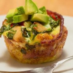 Protein-Packed Bacon Omelet Bites - Make one batch, then reheat and eat this awesome breakfast all week. #lowcarb #prepday Substitute with turkey bacon