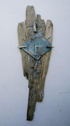 Google Image Result for http://www.juliasdriftwood.co.uk/Images/GalleryPics/Large/Clocks/driftwoodClock04.jpg