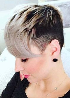 Looking for more interesting styles of pixie haircuts to show off for bold look? If yes then must check out these awesome trends of pixie haircuts with undercut and blonde shades. Pixie Haircut Gallery, Pixie Haircut Styles, Short Pixie Haircuts, Pixie Hairstyles, Pixie Styles, Feminine Pixie Cuts, Edgy Pixie Cuts, Pixie Cut With Bangs, Medium Hair Cuts