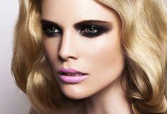 black-eyeshadow-pink-lips