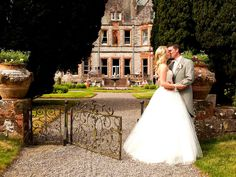 Castle Leslie is the dream wedding location, nestled on a 1000 acres of rolling fields and woodlands. Best Wedding Photographers, Destination Wedding Photographer, Wedding Photo Albums, Wedding Photos, Wedding Locations, Wedding Vendors, Hotel Wedding, Dream Wedding, Top Wedding Trends