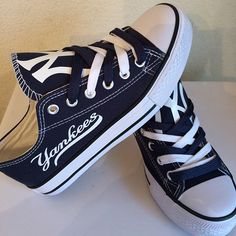 New York Yankees Converse Style Shoes - http://cutesportsfan.com/new-york-yankees-designed-sneakers/