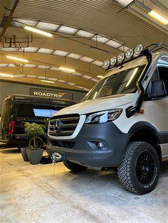 Off Road Rv, Off Road Camping, Mercedes Benz, Ambulance, 4x4 Van, Benz Sprinter, Rv Campers, Roadtrip, Campervan