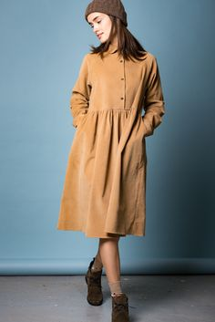 Фото - Платье BENU из вельвета песочного цвета, , 300x450