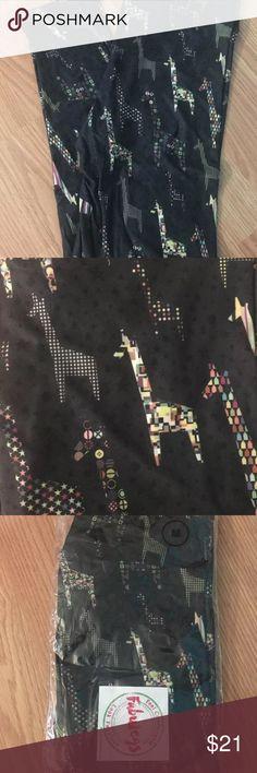 Fabulegs leggings Julius giraffe medium OS Brand new fabulegs leggings Julius print with giraffes. Medium / Os fits sizes 6-10 fabulegs Pants Leggings
