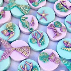 Items similar to Mermaid Themed Cake Pops on Etsy Mermaid Cookies, Mermaid Cake Pops, Sirenita Cake, Chocolate Covered Oreos, Chocolate Art, Chocolate Strawberries, Covered Strawberries, Mermaid Theme Birthday, Cute Desserts