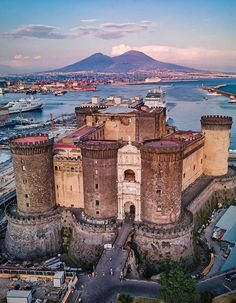 Wonderful Places, Beautiful Places, Amazing Places, Beautiful Pictures, Napoli Italy, Best Of Italy, Regions Of Italy, Beautiful Castles, Medieval Castle