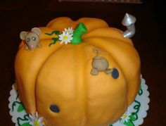 Pumpkin cake with a mouse and flowers