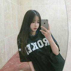 ulzzang girl look Ulzzang Korean Girl, Cute Korean Girl, Asian Girl, Uzzlang Girl, Ulzzang Fashion, Korean Fashion, Korean Beauty, Asian Beauty, Moda Ulzzang
