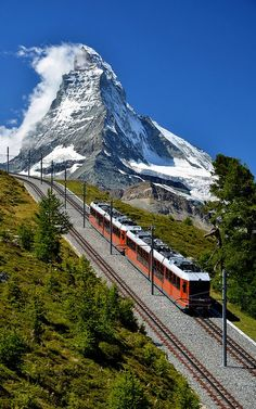 Train in Switzerland (by Swapartment on Flickr)