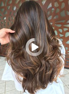 We all know styles and fashion change with time and the seasons. What worked in clothing and accessories yesterday can re-emerge into totally new... #bestcurlyhairstyles Prom Hairstyles For Long Hair, Cute Simple Hairstyles, Short Bob Hairstyles, Pixie Haircuts, Medium Hair Styles, Curly Hair Styles, Natural Hair Styles, Stylish Short Haircuts, Brown Hair Balayage